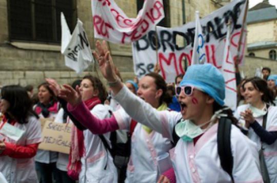 Sages-femmes : le nouveau statut loin de faire consensus