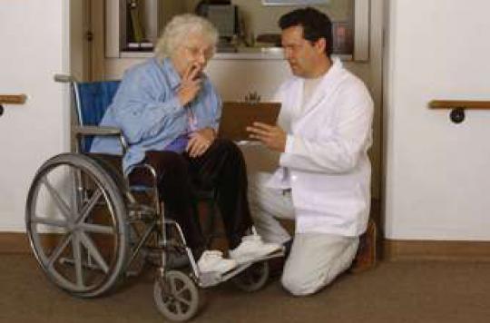 Alzheimer : la vitamine E ralentit le déclin fonctionnel
