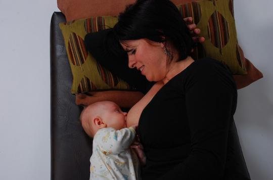 Deux Françaises sur trois allaitent à la naissance