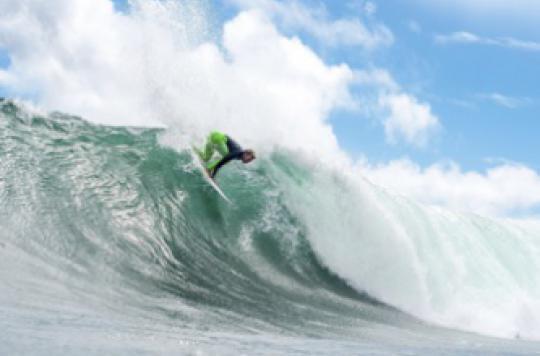 Un surfeur élimine sa tumeur sur l'oeil grâce à une vague