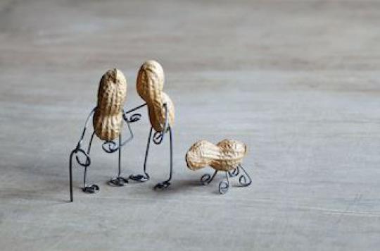 Cacahuètes : les introduire tôt mais sous contrôle médical