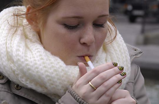 Un quart des enfants de fumeurs fument dès l'adolescence