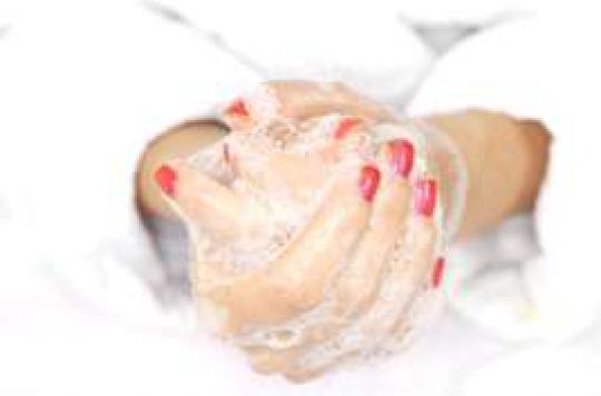 4 Français sur 10 ne se lavent pas les mains  avant de s'occuper d'un bébé