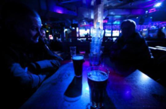 Alcool : les Français freinent leur consommation