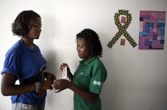 Le Sida a tué plus de 100 000 ados en 2012