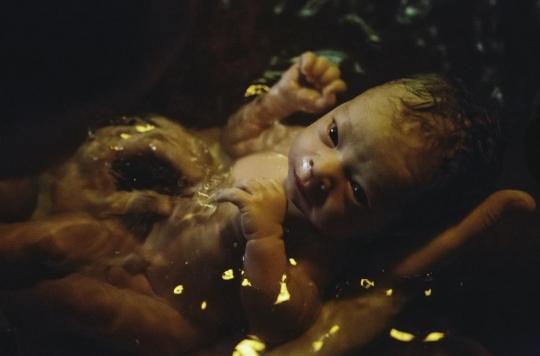 Les naissances dans l'eau sont aussi sûres que les accouchements classiques