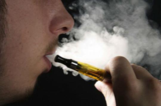 La e-cigarette séduit les étudiants non-fumeurs