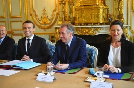 Loi Evin : Agnès Buzyn opposée à Emmanuel Macron