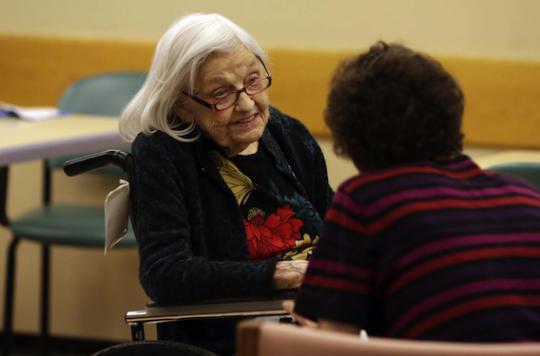 Alzheimer : deux malades sur trois ont du mal à en parler
