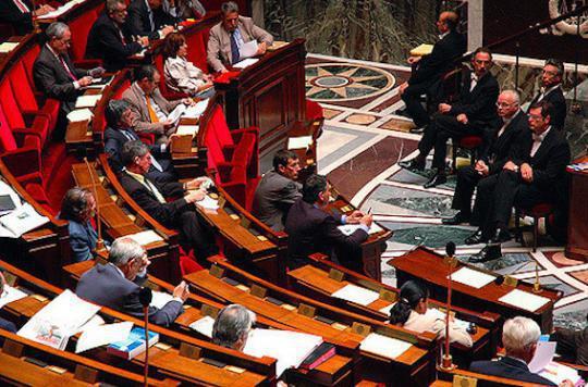 Des députés s'écharpent violemment en commission — Polémique sur l'avortement