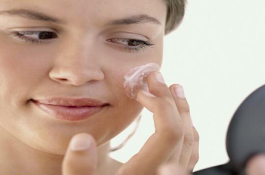 Cosmétiques: les parabènes remplacés par un allergisant