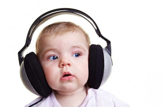 Casques, écouteurs : les risques pour les enfants de moins de 2 ans