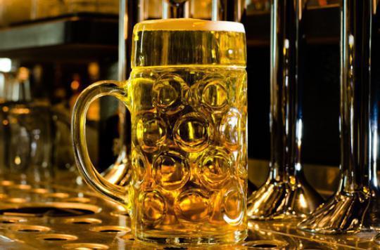 Alcool : la taille du verre influence la consommation