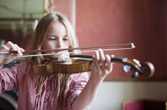 Apprendre la musique dans l'enfance stimule le cerveau à l'âge adulte