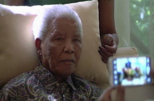 Nelson Mandela vit sous assistance respiratoire