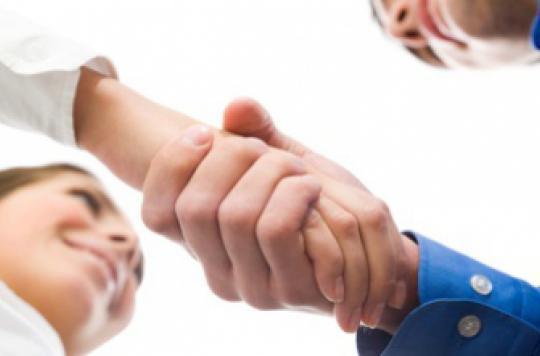 Hôpitaux : limiter les contaminations en interdisant la poignée de main