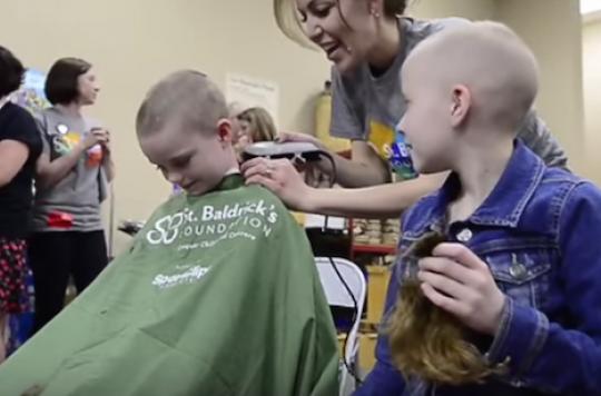 Cancer : des écoliers se rasent la tête pour soutenir leur camarade