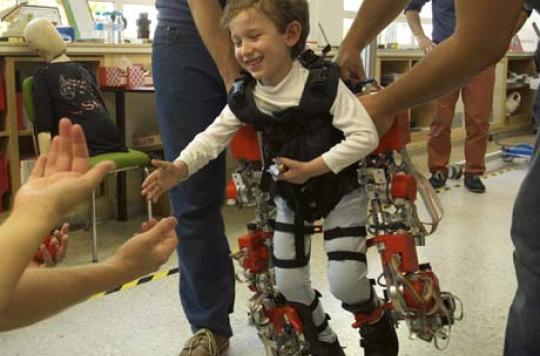 Amyotrophie : des Espagnols créent le 1er exosquelette