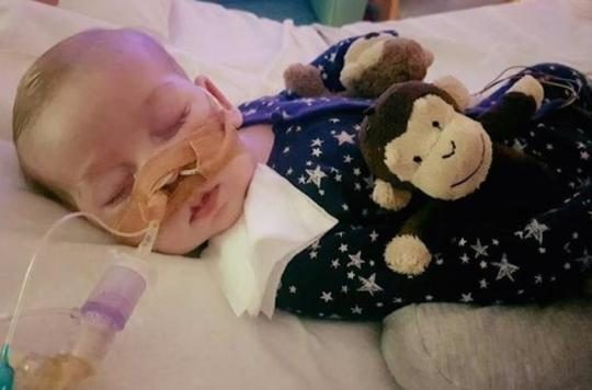 Arrêt des soins : près de 400 000 signatures pour soutenir Charlie