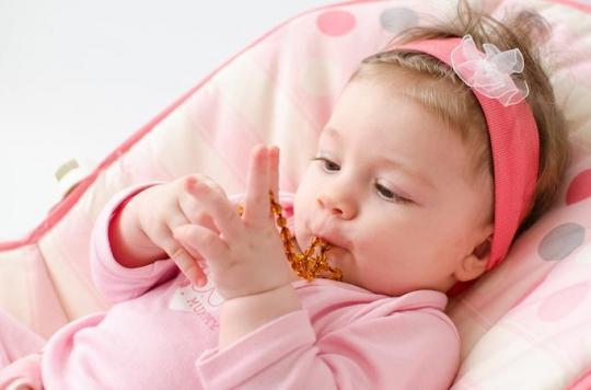 Colliers d'ambre : la majorité présente des dangers pour les bébés