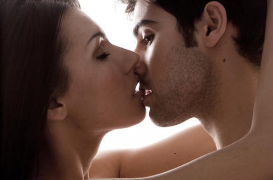 Embrasser les yeux fermés procure plus de sensations