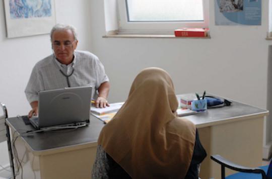 Le médecin passe un tiers de la consultation à regarder son écran