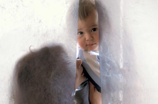 Les bébés risquent de s\'étrangler avec des cordons de stores