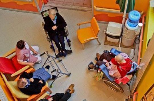 Maison de retraite : deux malades d'Alzheimer victimes de mauvais traitement