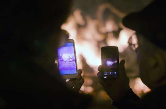Lumière bleue : smartphones et tablettes diminuent le temps de sommeil