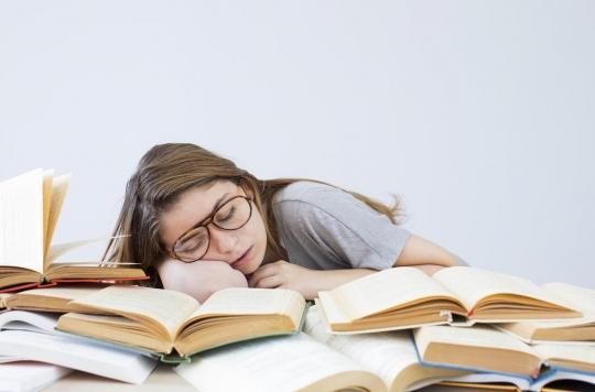 Sommeil : pour réussir ses études, mieux vaut se coucher tôt et bien dormir