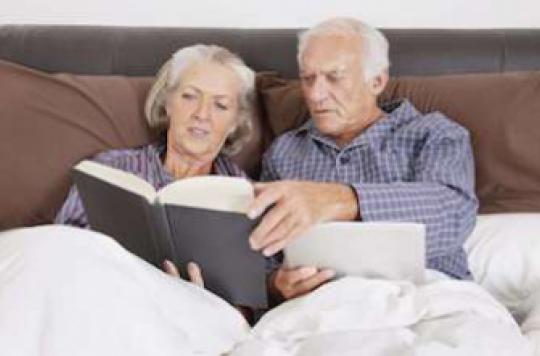 Dormir modérément et lire intensément préserve de la démence