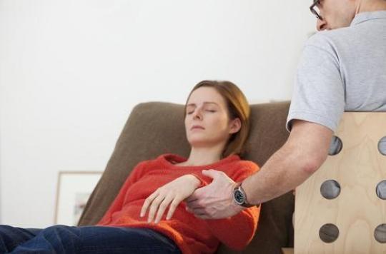 L'hypnose, une vraie solution contre la douleur l'insomnie ou le tabac
