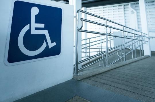 """Emmanuel Macron veut faire des personnes handicapées """"des citoyens à part entière"""""""