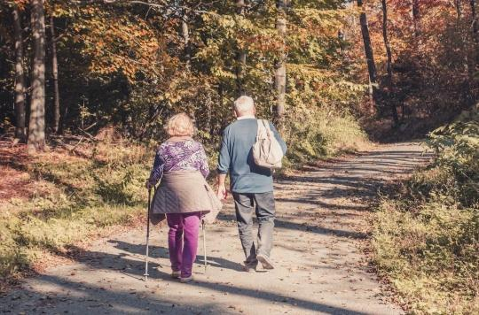 Marcher à deux est bon pour la santé des personnes âgées