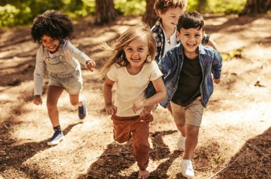 Laissez vos enfants jouer dehors, c'est bon pour leur microbiome !