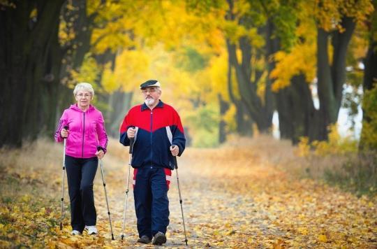 Démence : le risque serait plus élevé en cas de pertes de mémoire et de vitesse de marche réduite