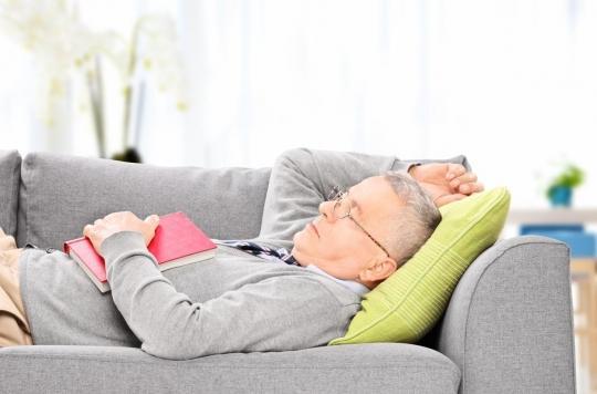 Alzheimer : des siestes fréquentes seraient un signe précoce de la maladie