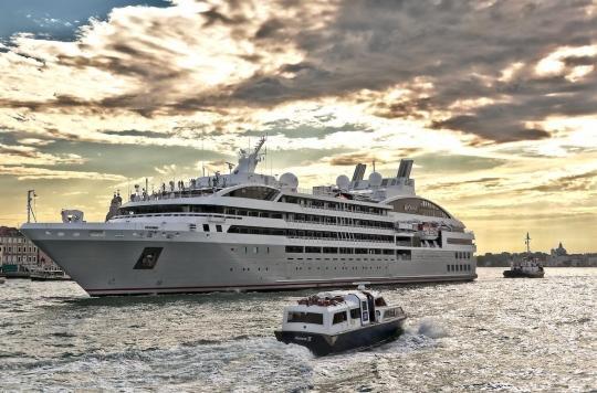 Les 340 passagers du bateau de croisière Ponant confinés