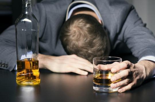 Alcoolisme : la kétamine pourrait aider à diminuer l'envie de boire