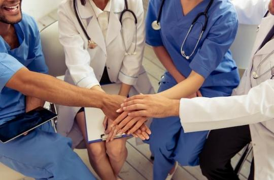 Cancer : le cri d'alarme des cancérologues français sur le déremboursement des médicaments