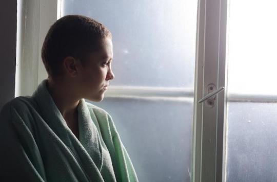 Pourquoi la leucémie aiguë lymphoblastique chez les jeunes adultes est-elle mieux soignée en pédiatrie ?
