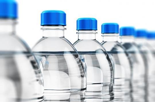 Des microparticules de plastiques contaminent l'eau en bouteille