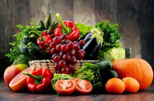 Nutrition : pour que votre enfant mange plus de fruits et de légumes, montrez l'exemple!