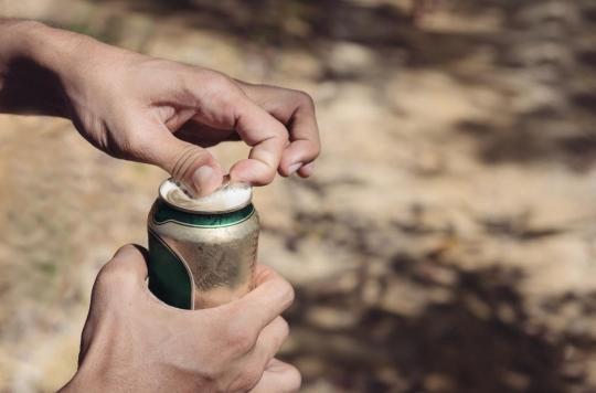 Axel Kahn dénonce les bières ultra-fortes : « Une stratégie faisant tomber les jeunes dans l'alcoolisme»
