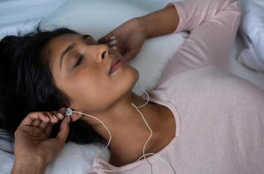 Troubles du sommeil : 2 personnes sur 3 écoutent de la musique pour s'endormir