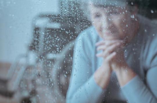 Alzheimer : le CHU de Montpellier teste un casque capable de ralentir la progression de la maladie