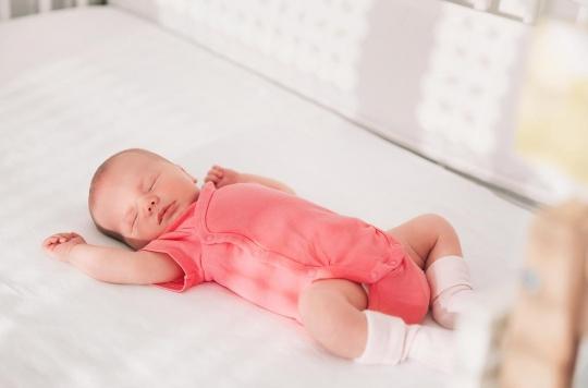 Morts subites du nourrisson : les oreillers, peluches et tours de lit en accusation