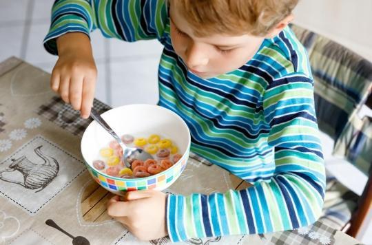 Aliments pour enfants: UFC-Que Choisir dénonce des produits trop gras et trop sucrés