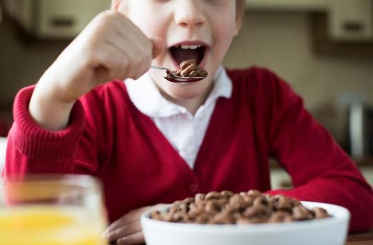 Alimentation : près de la moitié des produits pour enfants trop sucrés, salés ou gras