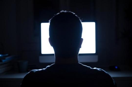 Attention arnaque : la lumière bleue de nos écrans, nouvelle cible commerciale de la cosmétique